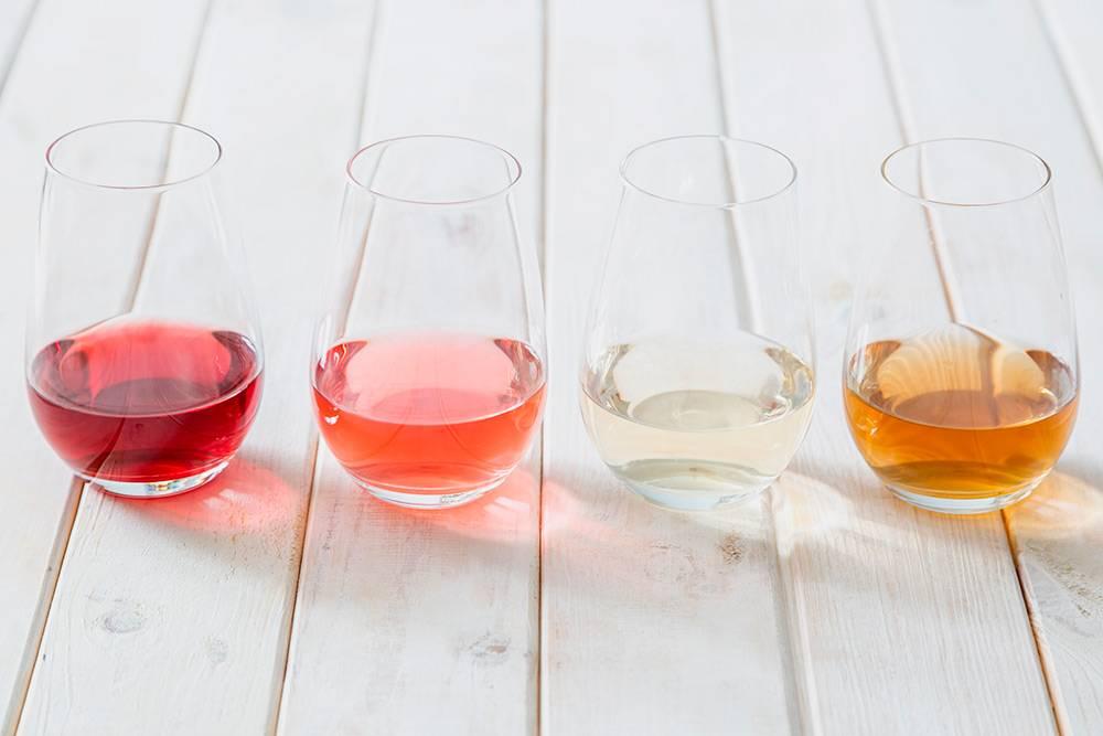 Червено, розово, бяло и оранжево вино.